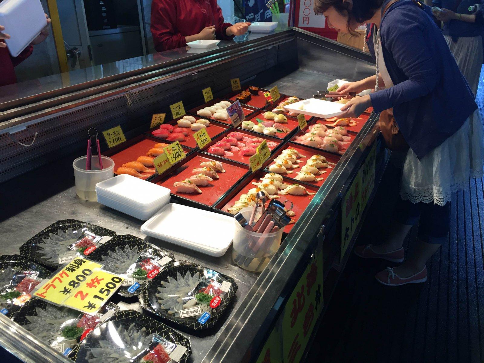 唐戸市場 お店の風景